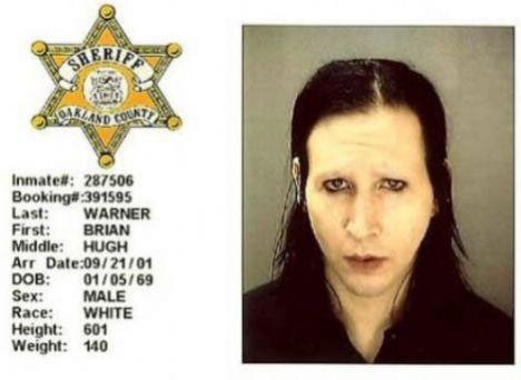 Marilyn Manson - 2001 - Konserde soyunduğu için eğlence kanunlarına karşı gelmek